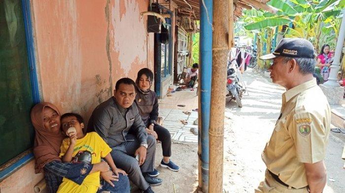 Pasangan Anggota DPRD Kabupaten Pekalongan Ini Bantu Biaya Pengobatan Bocah yang Terkena Katarak