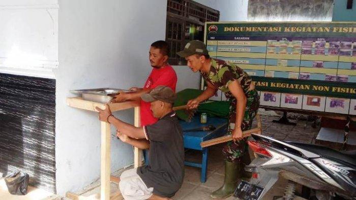 Cegah Penularan Covid-19, Satgas TMMD Pekalongan Pasang Wastafel di Balai Desa Pantirejo