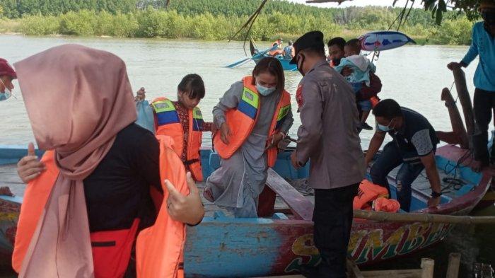 Cegah Kasus Perahu Terbalik Terulang, Polisi Datangi Pantai Glagah Wangi Istambul Demak