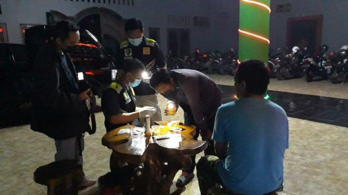 Polisi Menyenteri Pipis Pengunjung dan LC Karaoke Purbalingga Apakah Mengandung Narkoba