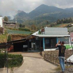 Api di Plalar Tawangmangu Sudah Padam, Justru Muncul Lagi di Jalur Pendakian Candi Cetho Karanganyar