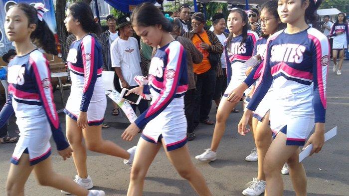 Bikin Melongo Tonton Penampilan Cheerleader Cantik SMAN 1 Semarang di Acara Reuni Akbar
