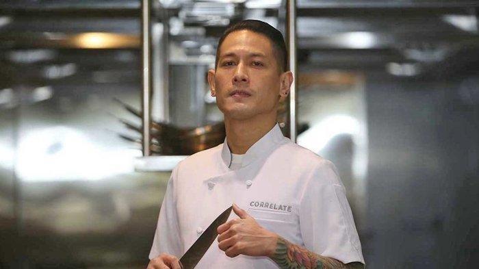Chef Juna Unggah Foto Tangan Diinfus Disertai Tagar #DAMNCOVID19 - Tribun Jateng