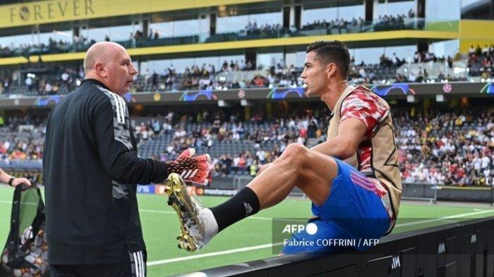 Dahsyatnya Tendangan Ronaldo Manchester United Hingga Bikin Petugas Terjatuh, Akhirnya Diberi Jersey