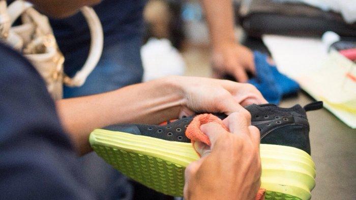 Malas Cuci Sepatu? Bawa ke 2Cleaning Dijamin Bersih - Halaman 2 - Tribun Jateng