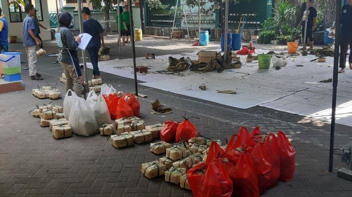 Kurban 4 Sapi dan 9 Kambing, Pembagian Daging di SMP IT PAPB Semarang Gunakan Besek
