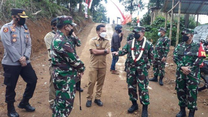 Kunjungi Batang,Danpusterad Letjen Teguh Arief Indratmoko Cek Pembangunan TMMD Reguler 112