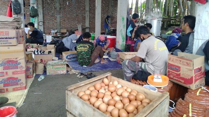 Dapur Umum Kendal Bikin Ribuan Nasi Bungkus Korban Terdampak Banjir