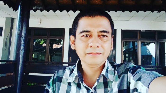 Dekan Fakultas Sastra Ambar Pujiyatno S.S., M.Hum.