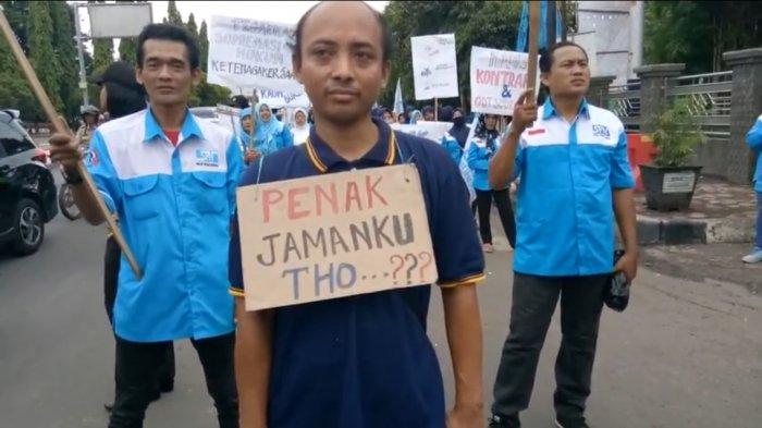 Ratusan Buruh di Kota Pekalongan Tuntut Revisi UMK