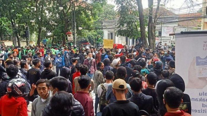 Kronologi Penangkapan Penyusup Demo Penolakan Perpanjangan PPKM Darurat yang Ternyata Bawa Bom