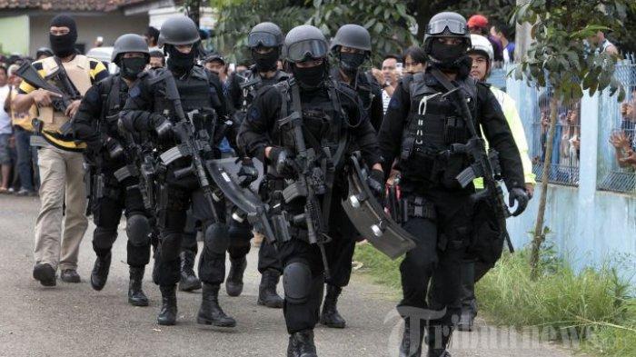 Teroris Makassar Koordinasi Amaliyah Lewat Grup WA Batalyon Imam