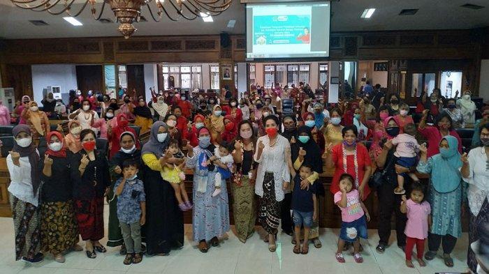 Ibu-Ibu Antusias Ikuti Sosialisasi Kesehatan, Digagas Tuti Nusandari Roosdiono