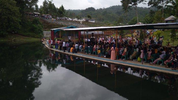 Senandung Enthus Susmono di Acara Launching Desa Wisata Muncanglarang