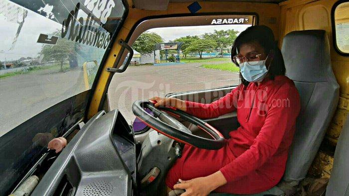 Desi Larassati (23), warga Desa Penusupan, Kecamatan Pangkah, Kabupaten Tegal yang memiliki profesi tidak biasa yaitu menjadi sopir truk. Melalui profesinya ini Desi ingin mengajak para kaum wanita untuk tidak malu, gengsi, apapun profesinya asal halal, nyaman, dan menunjukan bahwa wanita juga bisa mandiri.