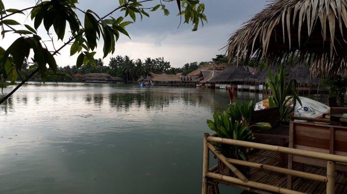 Menikmati Pemandangan Danau yang Eksotis Sambil Kulineran, Yang Mau Berbuka Bisa Merapat Kesini