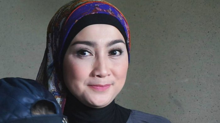 Desy Ratnasari Sedih Ibunda Terpapar Covid, Tak Rayakan Idulfitri Bersama