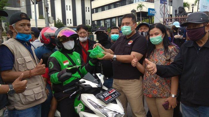 DPD Forkommas Jawa Tengah Bagikan Takjil dan Masker Ke Masyarakat Pengguna Jalan Pemuda Semarang