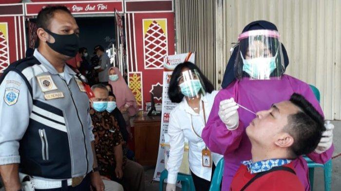 Dishub dan Dinkes Kota Semarang Lakukan Pengecekan dan Tes Antigen di Pool Pemberangkatan Travel