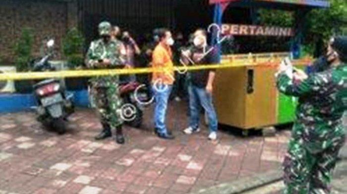 Setelah Menembak Mati 1 TNI dan 2 Warga Sipil, Oknum Polisi CS Keluar Kafe Sambil Menenteng Senjata