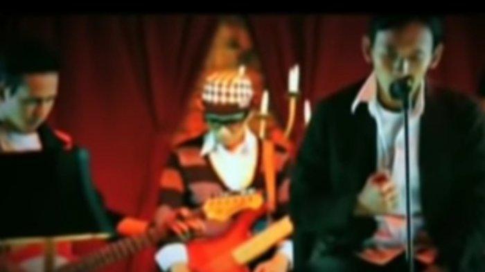 Chord Kunci Gitar dan Lirik Lagu Disaat Aku Mencintaimu Dadali