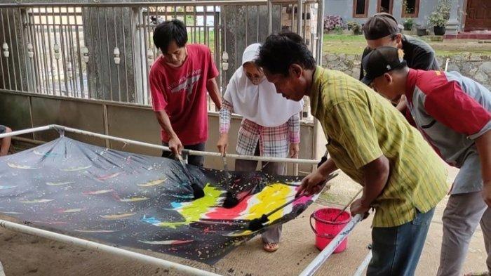 Terus Semangat, Meski Difabel Intelektual, Pemuda Ini Ciptakan Batik Ciprat Gumiwang Banjarnegara