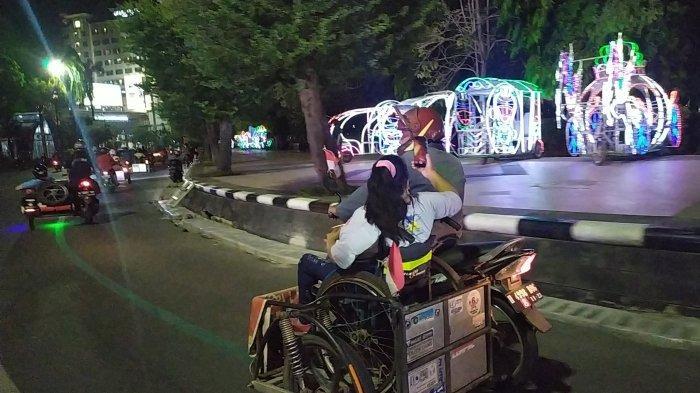 Disabilitas daksa di Jateng melakukan touring motor malam hari keliling kota Semarang. Touring motor tersebut bagian kampanye dari upaya memghilangkan stigma masyarakat terhadap disabilitas, Rabu (13/10/2021) malam.