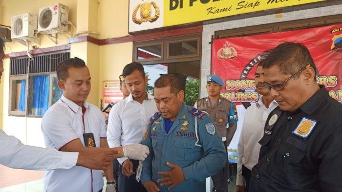 Iswadi Bisa Dapat Rp 300 Ribu Tiap Sopir, Modal Cuma Seragam - Pegawai Dishub Gadungan Ditangkap