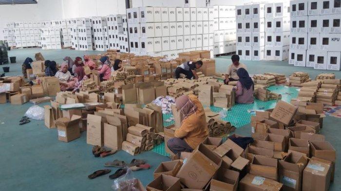 Logistik APD mulai didistribusikan KPU Kabupaten Pekalongan ke PPK.