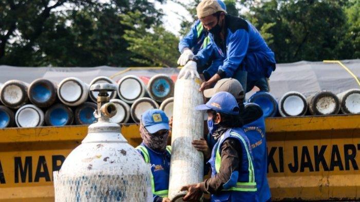 Pemerintah Provinsi DKI Jakarta mendirikan posko isi ulang tabung oksigen di kawasan Monas, Jakarta Pusat. Pendirian posko ini dimaksudkan guna memenuhi kebutuhan oksigen di fasilitas kesehatan DKI Jakarta.