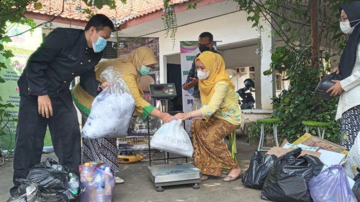 DLH Batang Sosialisasikan Bank Sampah Uwuh Makmur Untuk Atasi Sampah Kertas OPD Yang Menumpuk