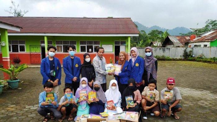 Mahasiswa USM Donasikan Buku ke Lokasi Program Kampus Mengajar di Banjarnegara