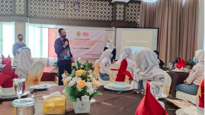 Dosen Pariwisata USM Berikan Pelatihan Table Manner pada Peserta Didik SMK NU 01 Kendal