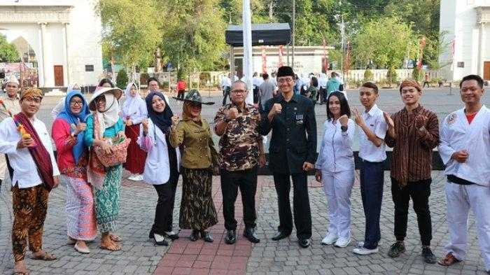 Kostum Unik Staf DPMPTSP Meriahkan Apel Pagi Para ASN di Balaikota Semarang