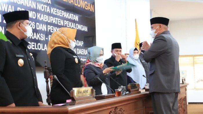 6 Fraksi DPRD Kabupaten Sampaikan Pandangan Umum terhadap Raperda Pengelolaan Keuangan Daerah