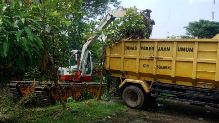 DPU Kota Semarang membuat embung resapan di wilayah Muktiharjo Kidul.
