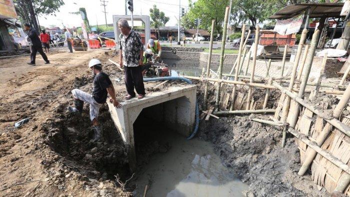 Ini Biang Genangan Air Jalan Gajah Semarang, Ternyata Selokan Kecil