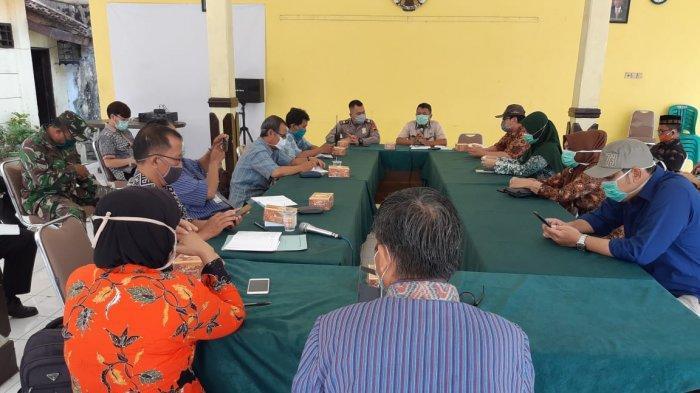 Anggota DPRD Kabupaten Pekalongan Bahas Penggunaan Gedung Sekolah untuk Karantina