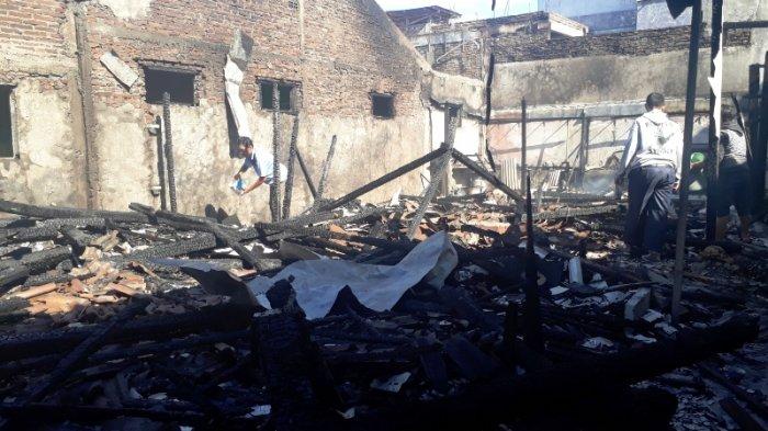 Ledakan dari Arah Dapur, Dua Rumah di Jebres Hangus Terbakar