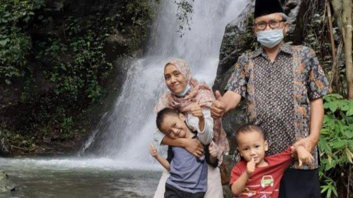 Wisatawan objek wisata Curug Pitu, Desa Kemiri Kecamatan Sigaluh, Banjarnegara