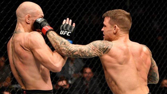 Detik-detik Jab Tangan Kiri Dustin Poirier Robohkan McGregor yang Patah Engkel di UFC 264