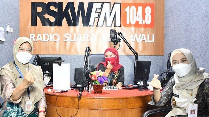Keseruan Kunjungan Bupati Demak dr Hj Eistianah ke Radio Swara Kota Wali, Request Lagu Evi Tamala