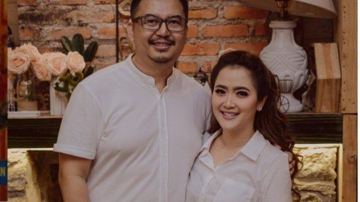 Eko Patrio Salah Tulis Karangan Bunga, Beri Ucapan Selamat Menikah untuk Vega Darwanti dan Mertua