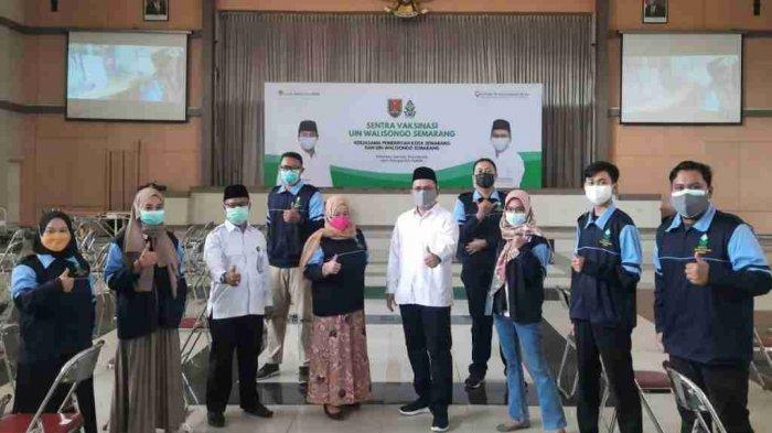 Rektor UIN Walisongo Semarang Pantau Mahasiswa KKN yang Jadi Relawan Vaksinasi