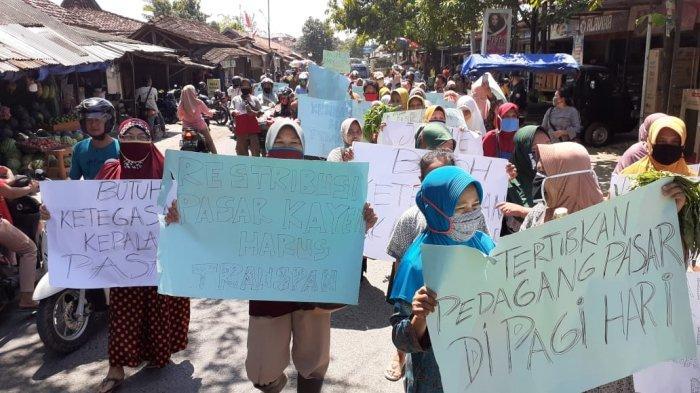 Emak-emak Pati Demo Minta Pedagang Pasar Kayen Tak Jualan di Tempat Parkir: Bikin Tak Laku
