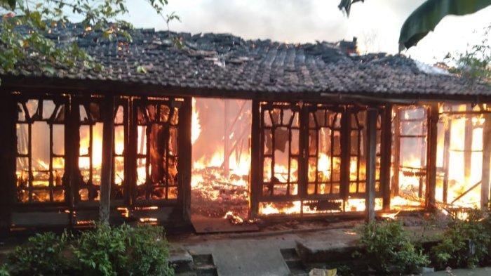 BREAKING NEWS: 4 Rumah di Wonosalam Demak Terbakar, Diduga Konsleting Listrik