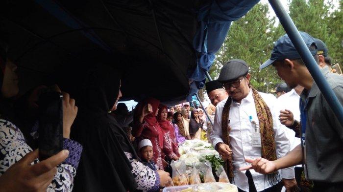 Bupati Enthus Susmono Launching Desa Wisata Sigedong dan Festival Kampung Sayur 2018