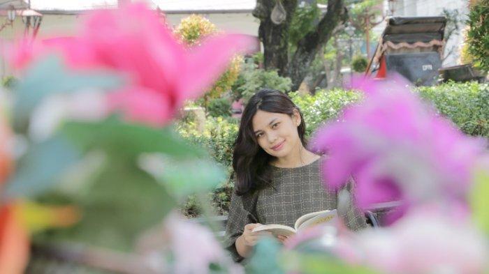 Esra Silvia Teladani Pesan Kehidupan dari Buku Toba Dream, Obati Kerinduan Kampung Halaman