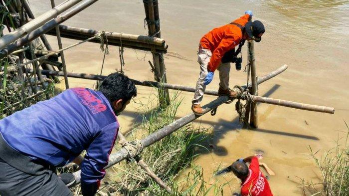 Penarik Perahu di Sungai Comal Pemalang Temukan Jenazah Wanita Mengambang