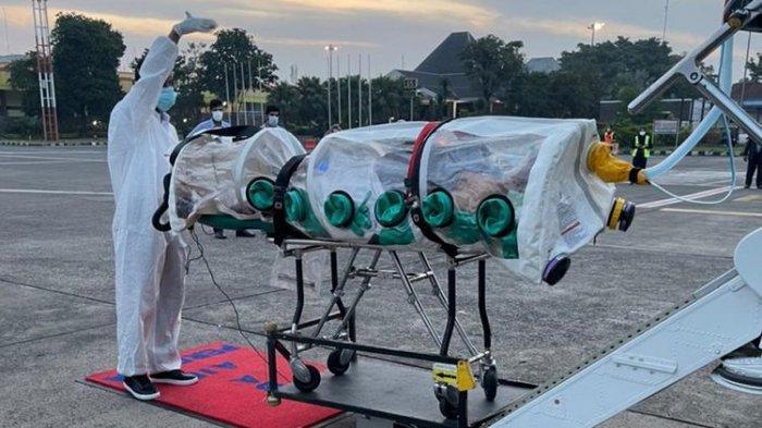 Evakuasi warga Arab Saudi yang terinfeksi Covid-19 di Indonesia untuk dipulangkan ke Riyadh dari Jakarta pada Sabtu (10/7/2021). Pemulangan dilakukan oleh Departemen Evakuasi Medis Udara dari Kementerian Pertahanan Kerajaan, sesuai arahan Putra Mahkota Mohammed bin Salman.(TWITTER @modgovksa)